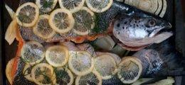 Cómo cocinar un pescado entero en el horno